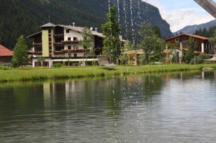 Hotel-mit-See-und-Wasser