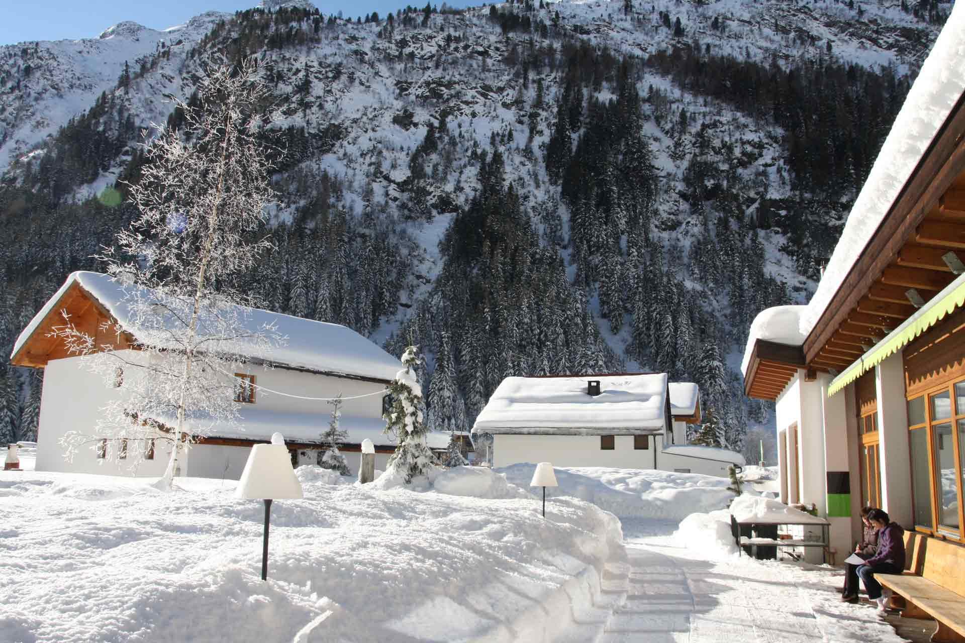 Hotel-Terrasse-im-Winter